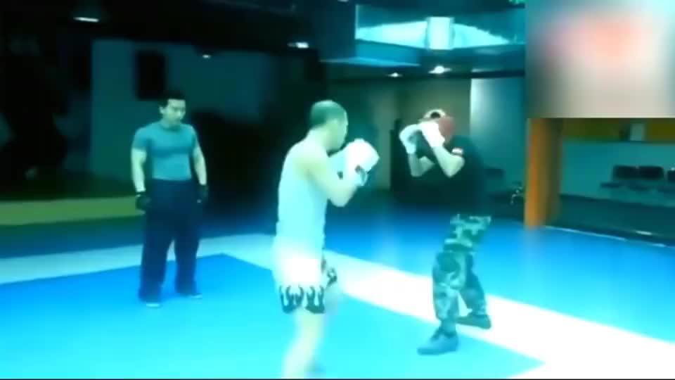 特种兵挑战散打运动员,全程不到30秒被KO