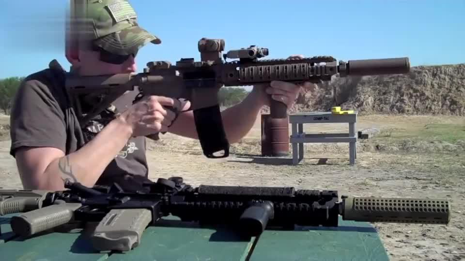 步枪配备消音器射击,这个强度的声音可以不用戴耳麦