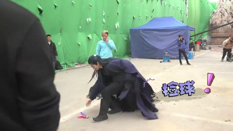 《招摇》花絮:许凯在片场太无聊,就表演原地转圈踢毽子