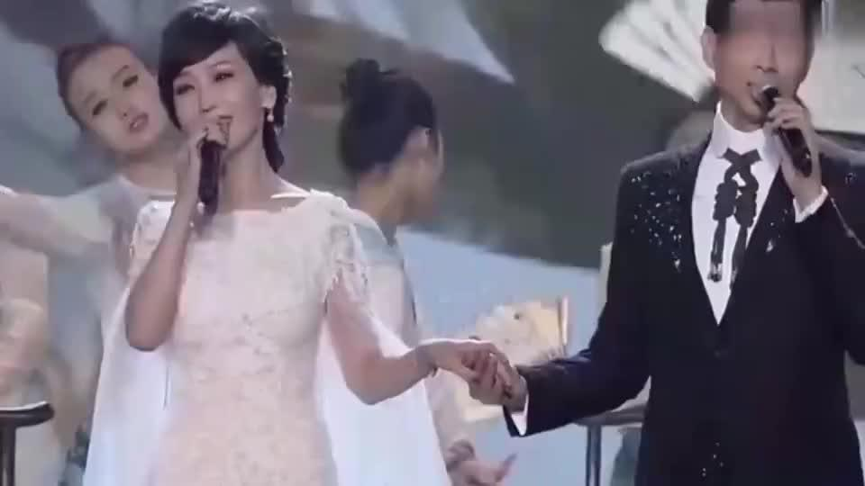 63岁赵雅芝与70岁郑少秋再次合唱《问情》,这嗓音不得不服