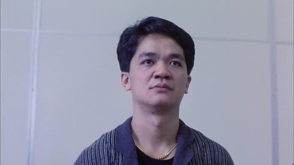 吴倩莲到警局认犯人,看到华仔后假装不认识,警察都拿他没办法