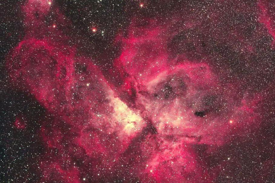 在16万光年外的狼蛛星云中,哈勃望远镜拍摄到:创造恒星的景象!