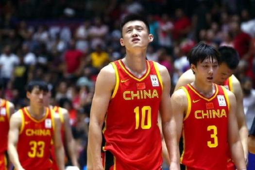 新秀张镇麟即将取代周鹏国家队的位置,中国男篮未来锋线已经崛起