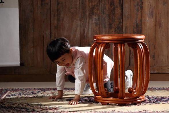 解读经典红木家具之王世襄《明式家具珍赏》图26明黄花梨八足圆凳