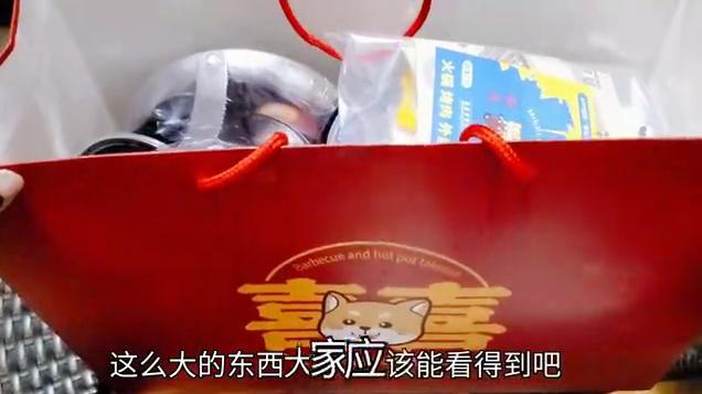 """90元新型外卖""""烤肉套餐"""",自带烧烤盘,五花肉蘸辣椒粉真香"""
