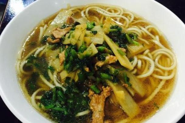 """杭州有碗面叫""""片儿川"""":面滑汤浓,鲜嫩可口,惊为人间美味"""
