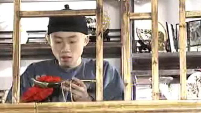 书生去当铺当解手刀,老板用放大镜看见爱新觉罗几个字,瞬间慌神
