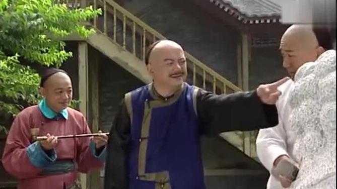 皇上罚纪晓岚打磨石狮子,命令和珅当监工,这下终于逮着机会了