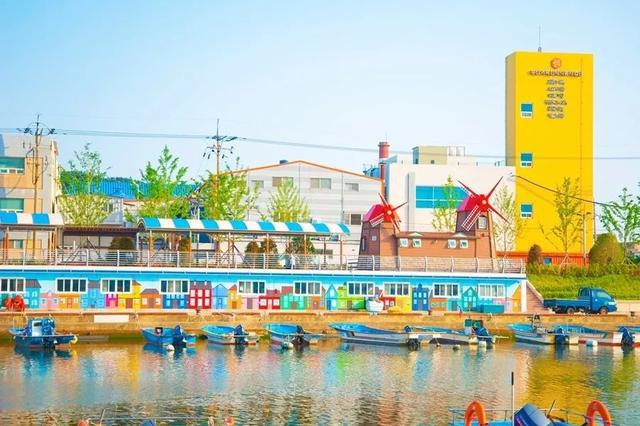 釜山行:没有暗黑的半岛,只有阳光、沙滩和浪漫的缤纷海岸