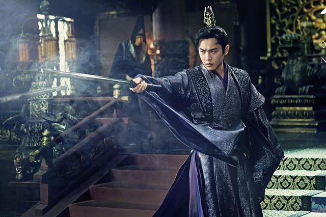 张若昀为保护女儿,晒出剧中大宝剑警告,被质疑泄露庆余年2剧情
