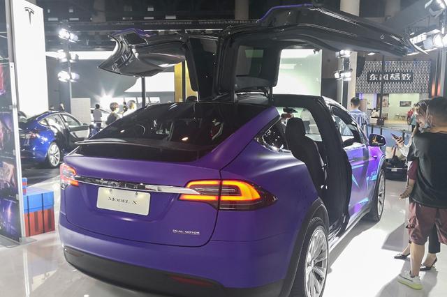 """涂上""""荧光紫""""的特斯拉Model X,真犹如马斯克的脑洞般的骚气"""