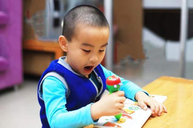 孩子如何学习好英语?小彼恩毛毛虫点读笔WIFI版是不二选择