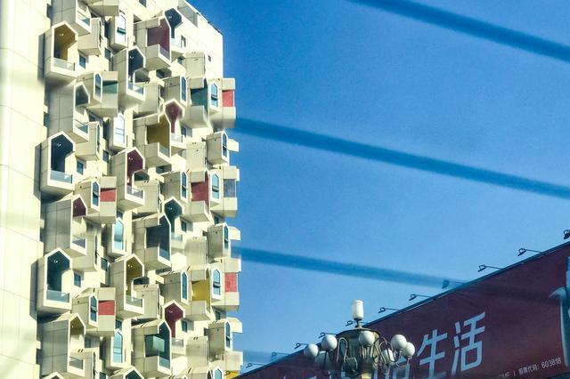"""远看鸽子窝近看是高楼,原来这栋奇特建筑和""""鸟巢""""是同一设计师"""