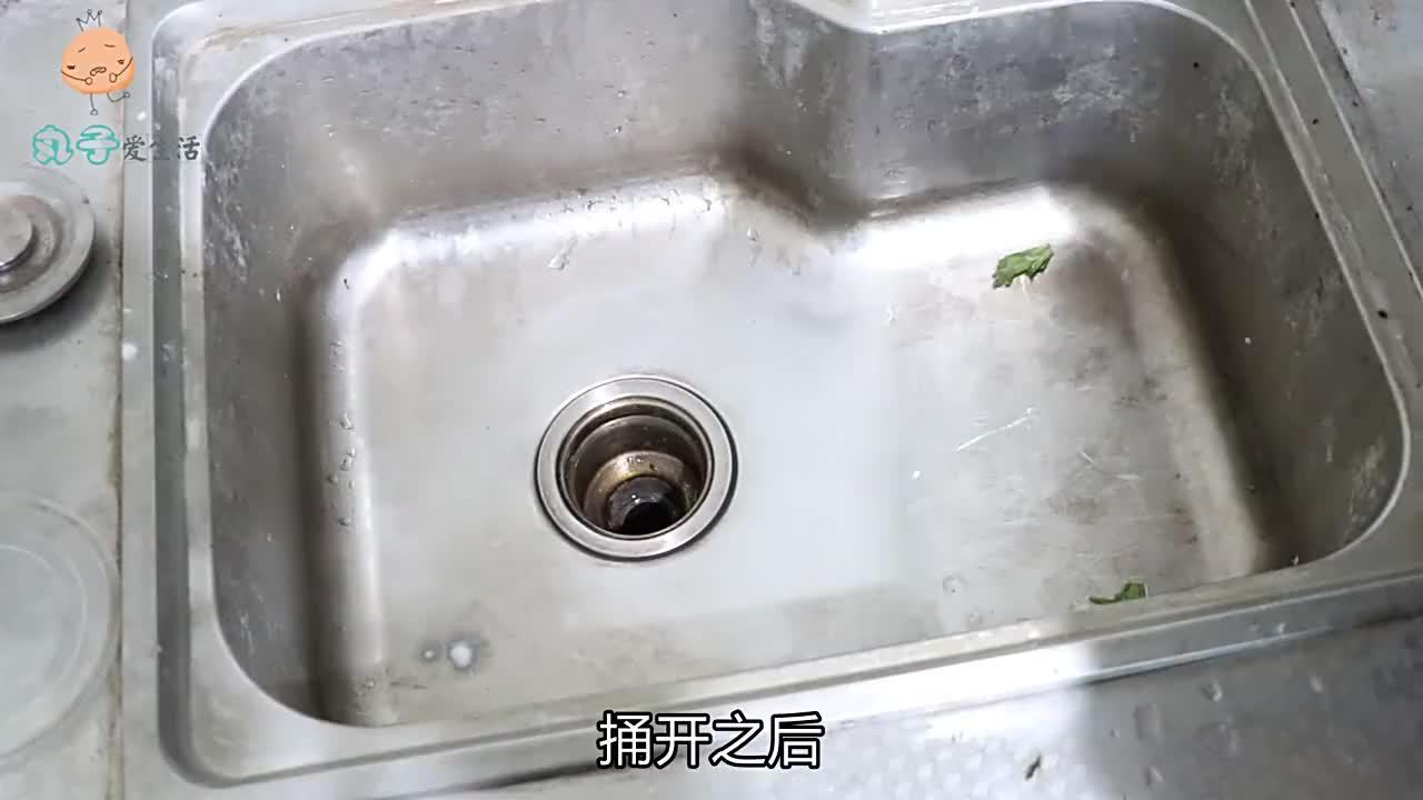 洗碗池用久了会堵,简单一个塑料瓶,1分钟疏通省下上百元,厉害