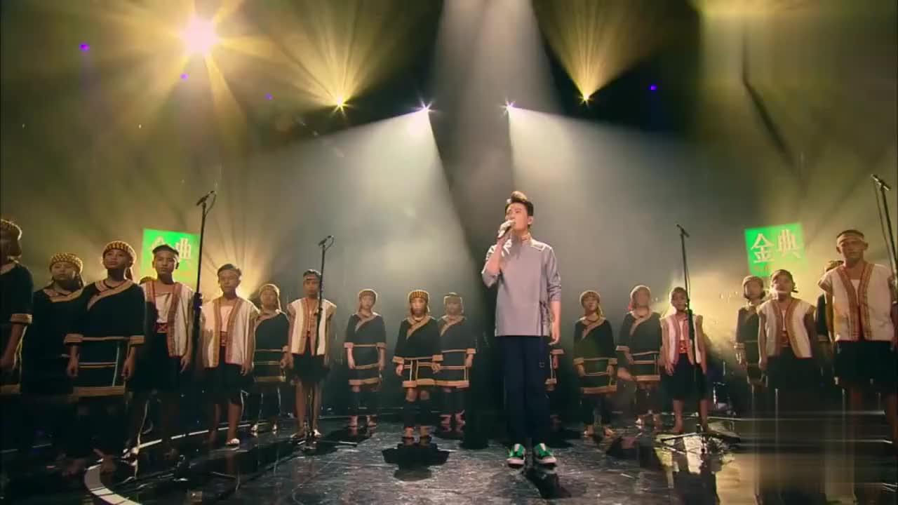 我是歌手张信哲的这首《亲爱的小孩》一开口引发全场观众掌声