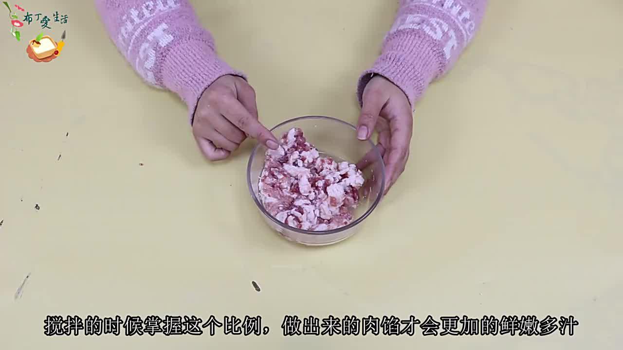调饺子馅先放水还是先放油?很多人弄错了顺序,难怪饺子吃着不香