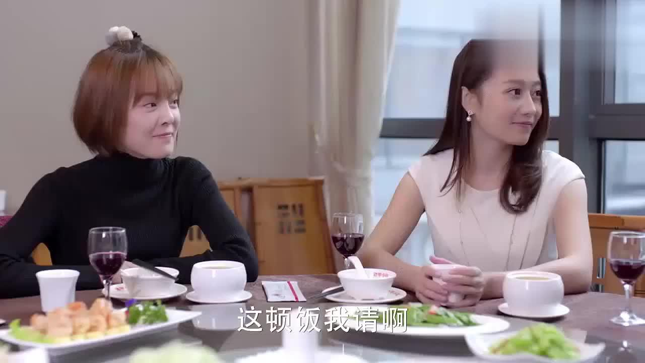 童薇对琪琪评价很高,刚进公司不久,说她必成大器