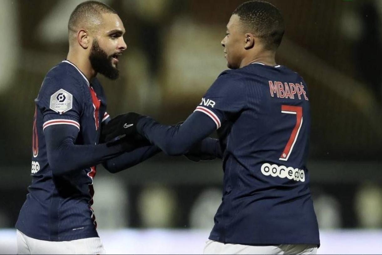 大功臣!纳瓦斯神来一脚挡出必进球,大巴黎1-0昂热登榜首