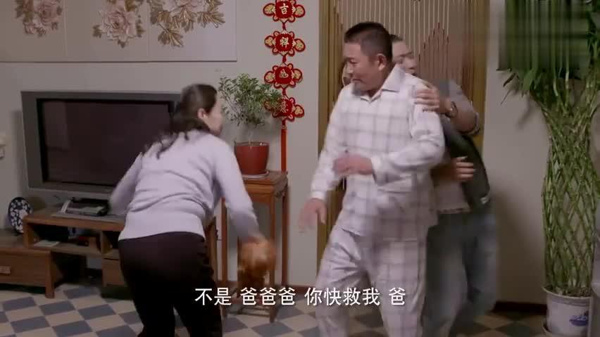 小伙为了讨好未来丈母娘,竟然跑到她家里擦玻璃,当妈的生气啊