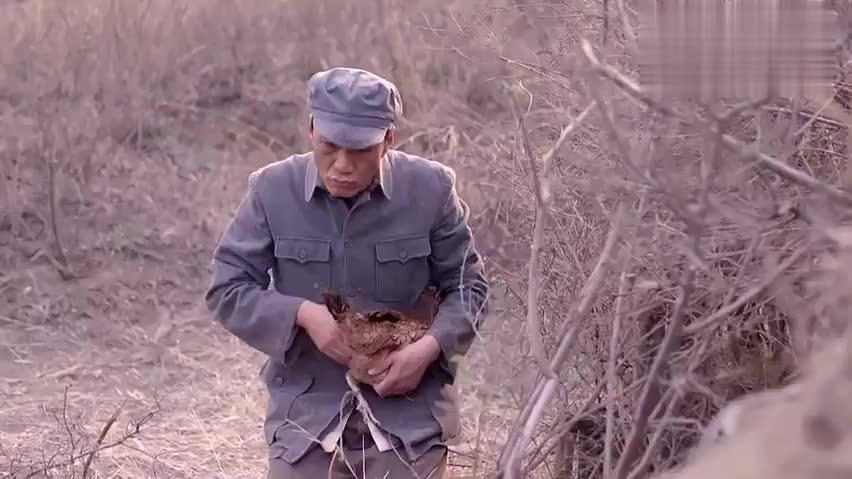 仁礼来找鸡蛋,发现鸡蛋没了,看样子是有人先下手了