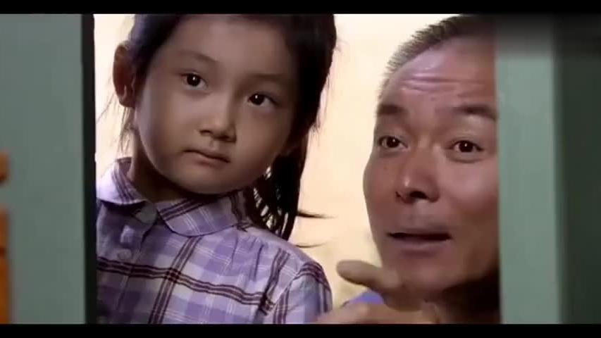 小女孩一眼能看出孕妇怀的是男是女,大爷赶紧把女孩领回家看儿媳