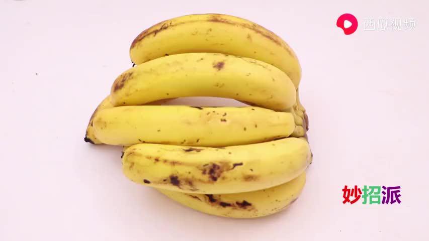 香蕉放两天就变黑?教你一招,放个月都依旧新鲜,好方法太实用了