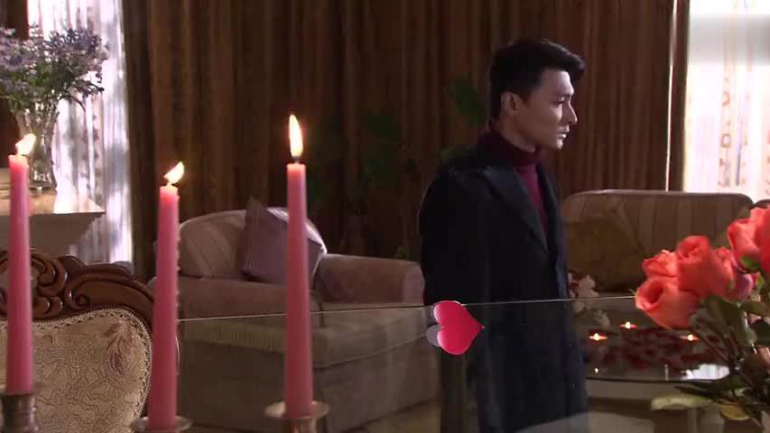 穷小伙一回家,就发现满地的花瓣和蜡烛,上楼一看直接愣住