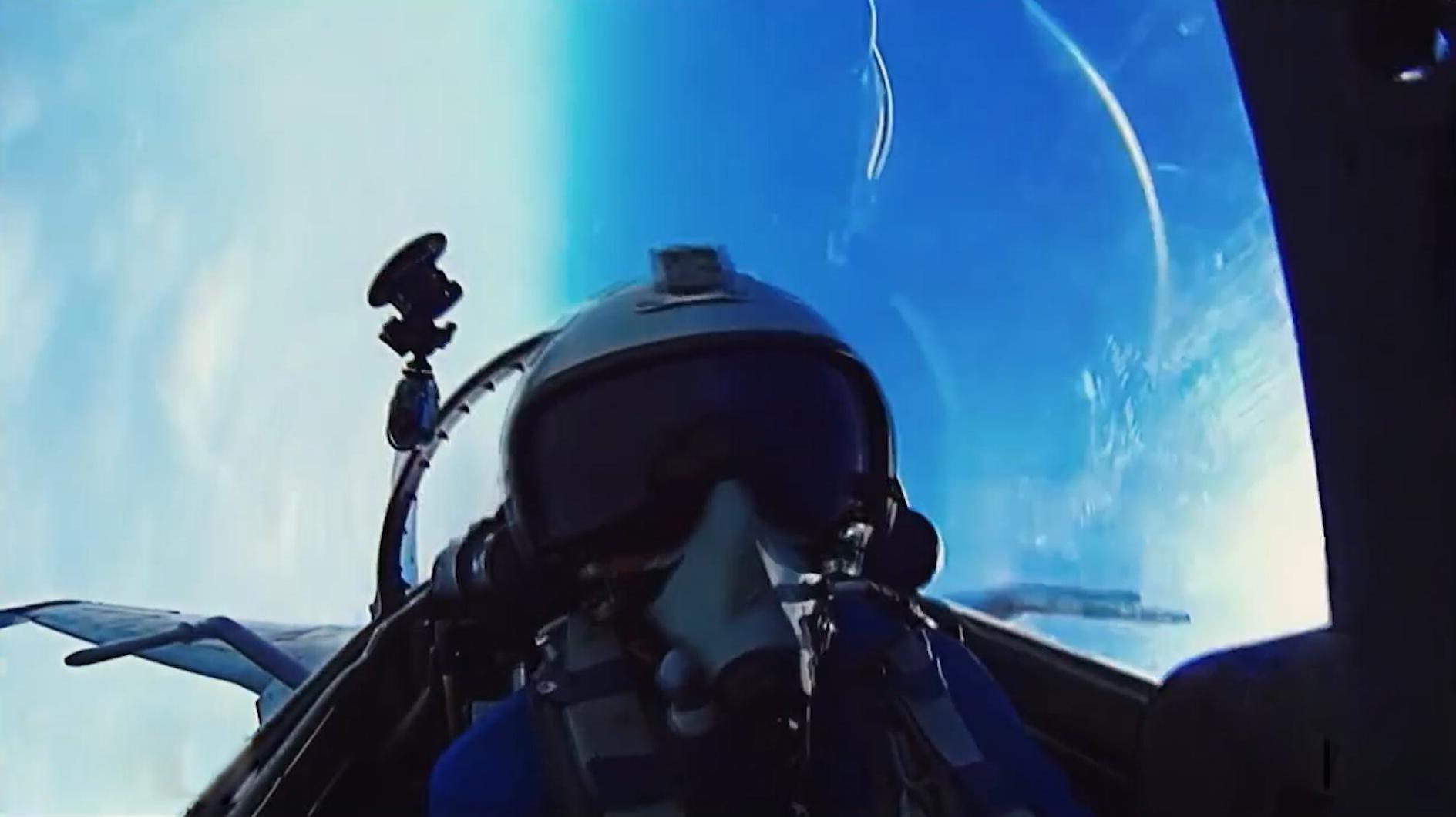 """中国空军宣传短片,我是""""金头盔"""",也是护旗手!"""