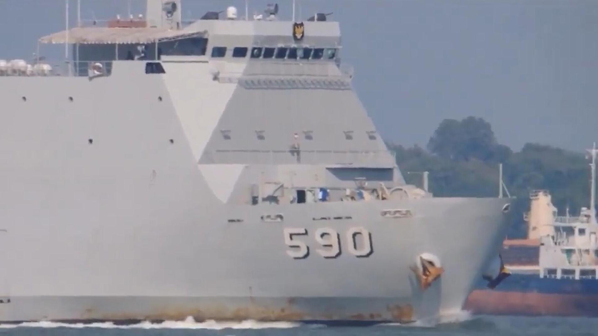"""印尼海军""""望加锡""""级船坞登陆舰,舰艏的独特设计算是别出心裁!"""