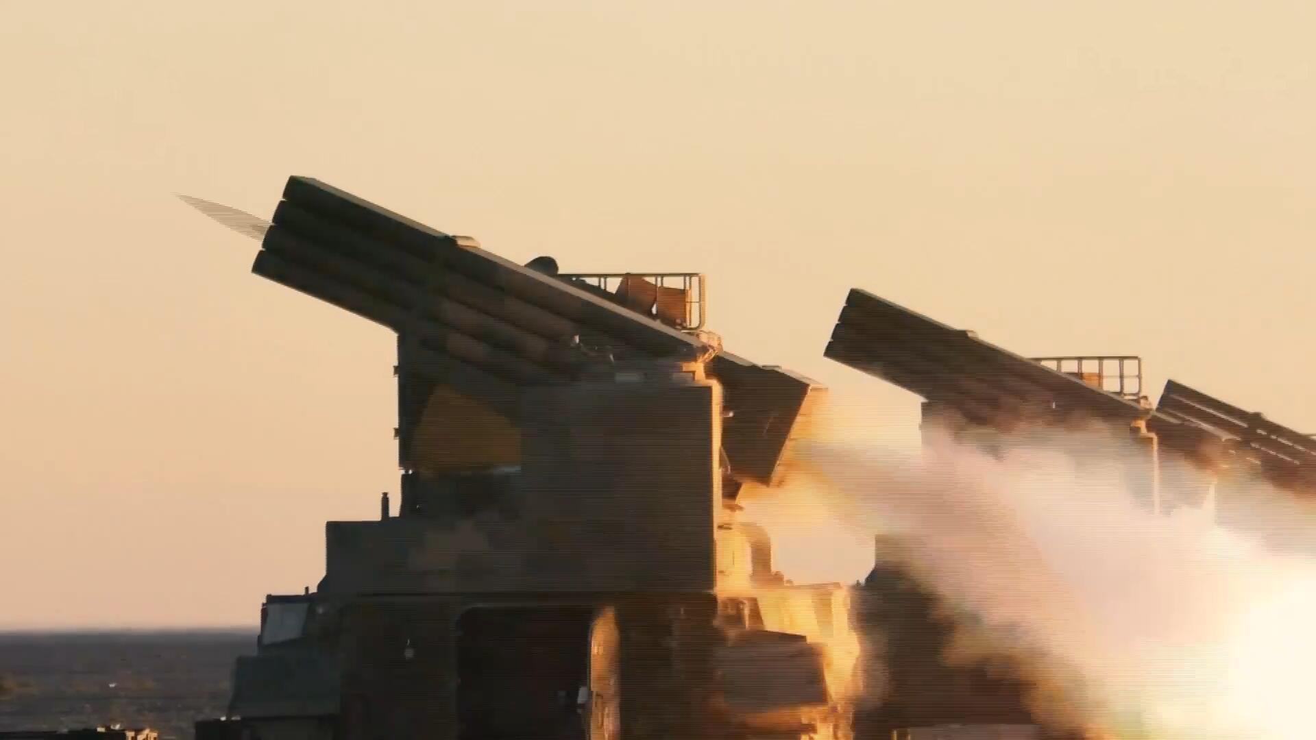 战味十足!中国陆军多种火炮实弹射击,硝烟弥漫演兵场!