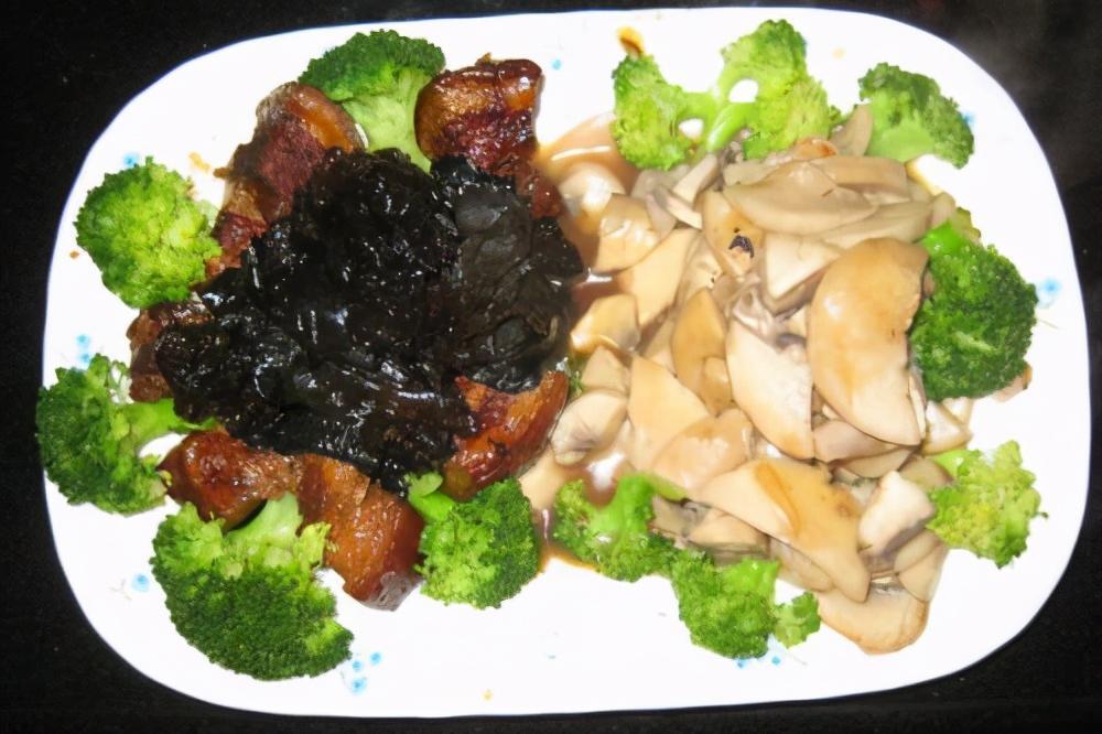 原来鸡腿菇炒西兰花这么做更好吃,家常美味又营养丰富,解馋下饭