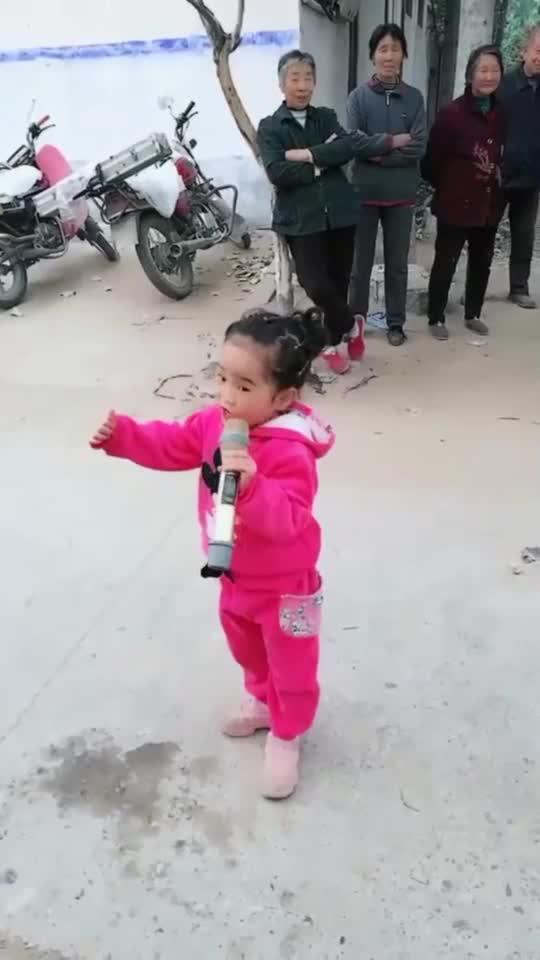 5岁小女孩唱戏曲,这高音真是厉害