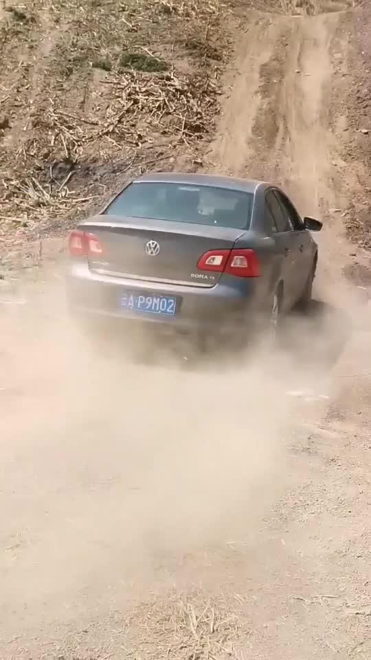 视频:大众宝来爬坡来了