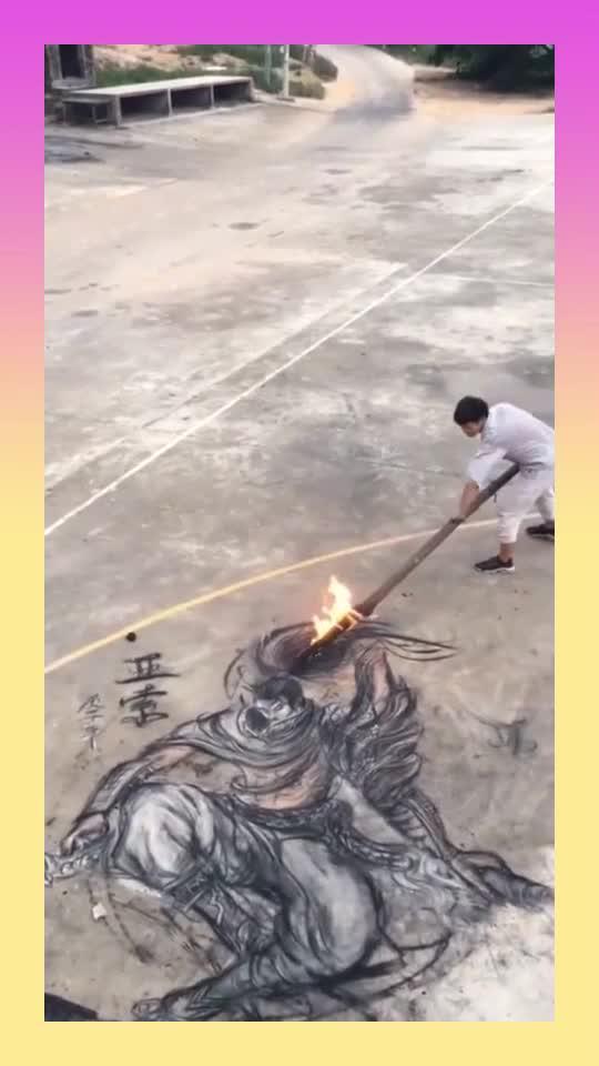 木炭也能作画,小伙这个技术,秒杀多少所谓的大师!