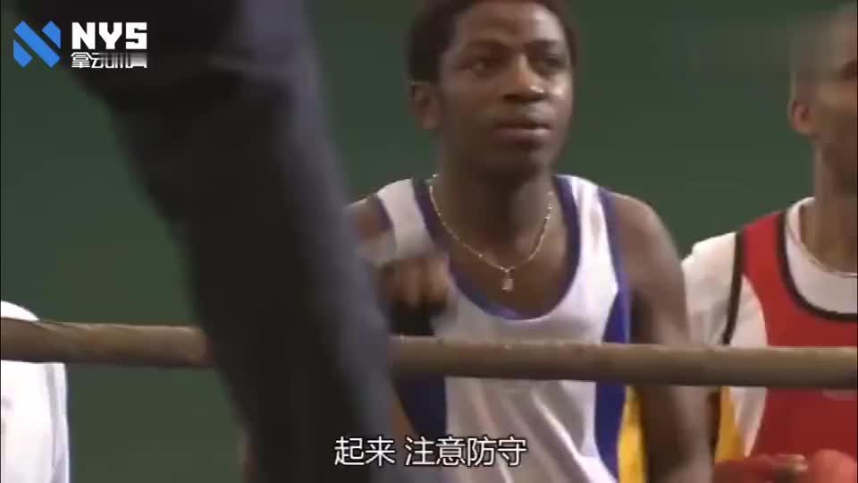 李小龙挑战拳击冠军,被外国人骂懦夫,打出一拳让所有人拍手叫好