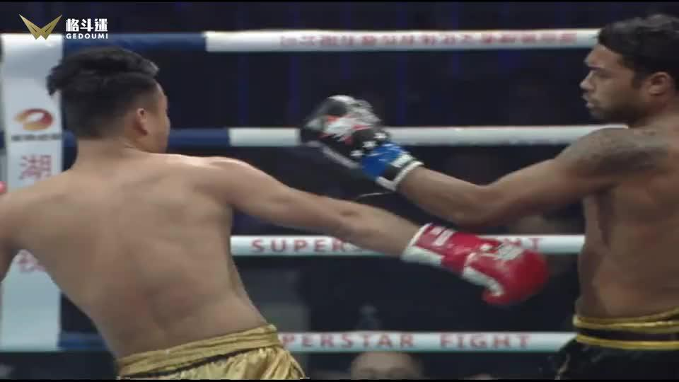 75kg级晋级赛,中国小伙遭遇国外悍将,浴血火拼终不敌战败