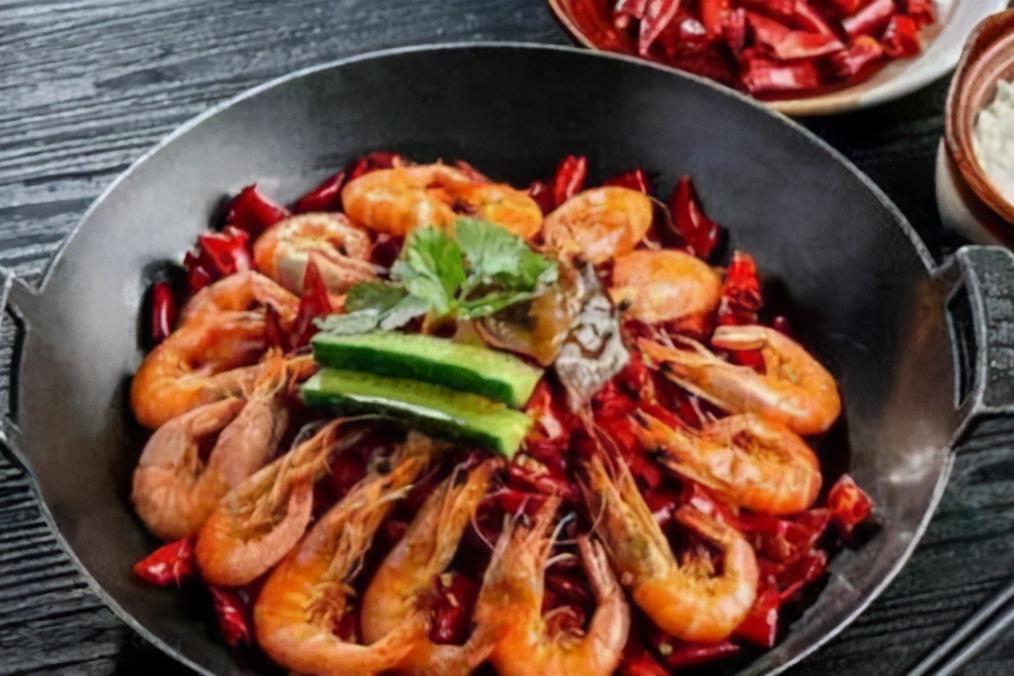 美食严选:香干辣椒炒肉,腰果鸡丁,香辣虾,包菜炒粉丝的做法