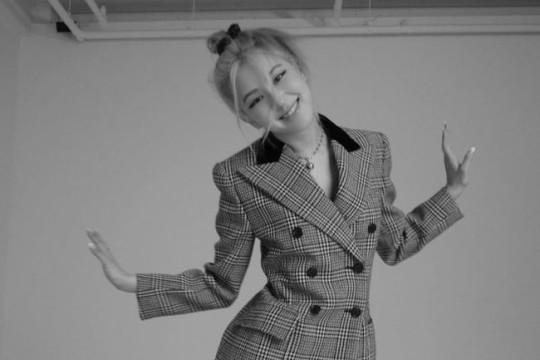 韩国女团BLACKPINK成员ROSÉ社交网站发布近照