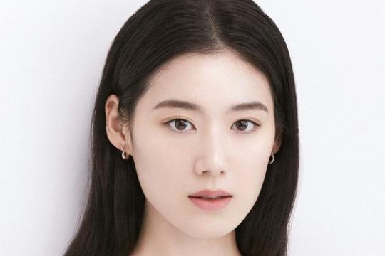 韩国女艺人郑恩彩最新杂志写真纯美迷人