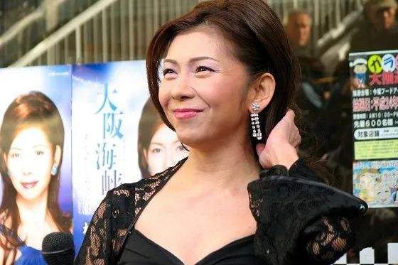 著名女歌手不慎滑倒撞头致死,年仅53岁