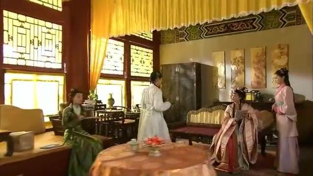 同是宫女的楚楚飞上枝头,张宝珠不甘心低他一等,向皇后大献殷勤