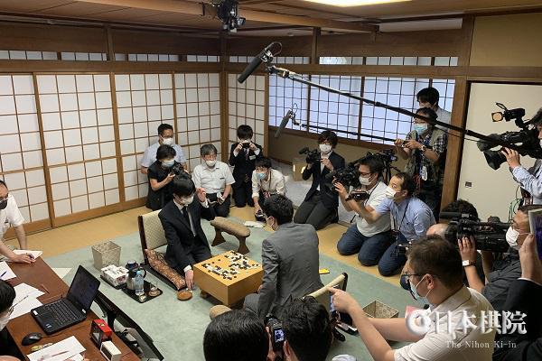 村川大介再度好局失控 日本十段战芝野虎丸成就史上最年轻三冠王