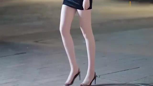 黑色吊带裙女神合集,最后一位身高不输你吧?