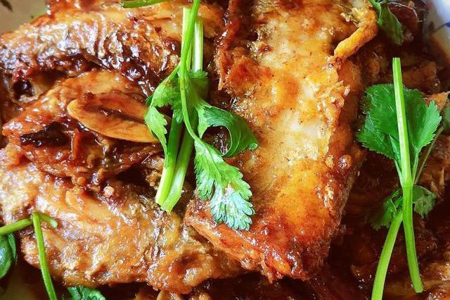 做红烧带鱼时,记得多加一味料,鲜美可口,腥味全无