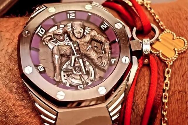 詹皇赛后晒佩戴的限量款腕表 普通版本120万一块