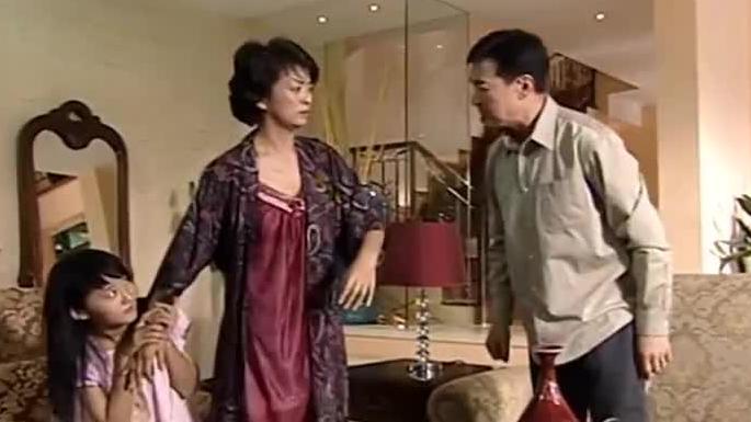 爸爸亲眼看小女儿通宵粘花瓶,姐姐一大早竟拿来邀功,爸爸暴怒