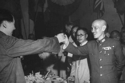 解放军已陈兵长江边,百万大军已经磨拳霍霍,为何突然推迟进攻?