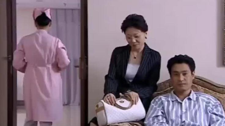 护士瞧不起贵妇送的口红,转身就给扔进垃圾桶,结果一搜资料懵了