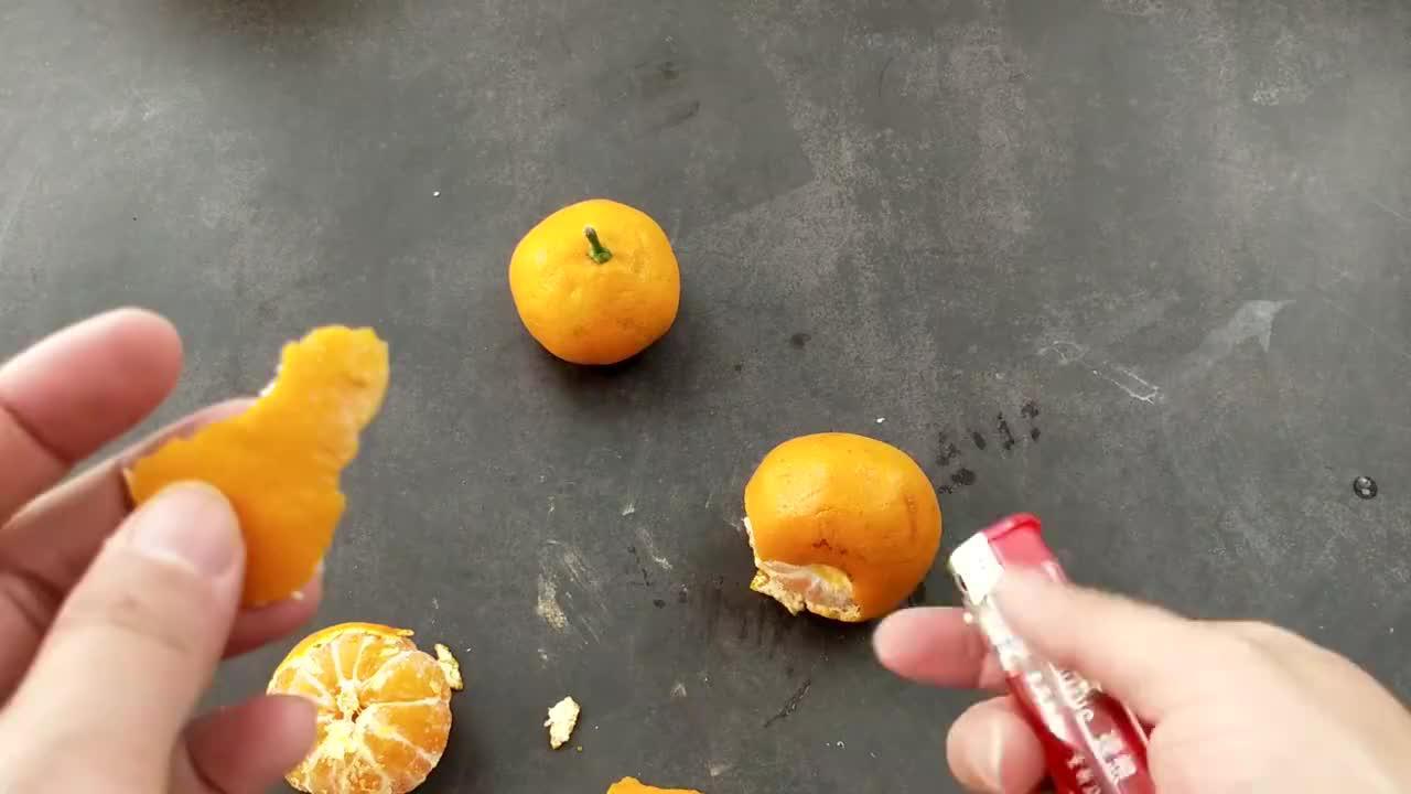 橘子皮用打火机烤一烤原来这么厉害看完告诉家人