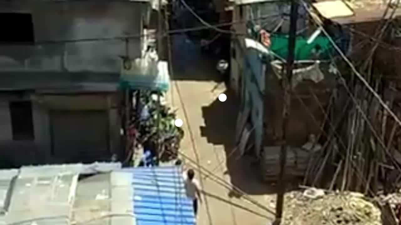 印度医护排查病例遭袭击 警方:两人受轻伤正确认施暴者身份
